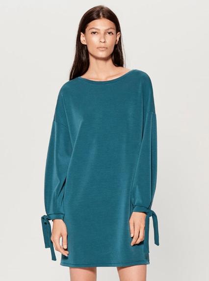 Бирюзовое платье oversize из Mohito