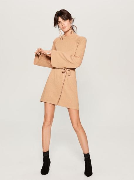 Платье-свитер песочного цвета