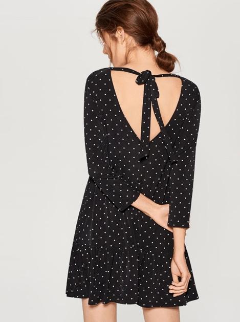 Платье в горошек с вырезом на спине