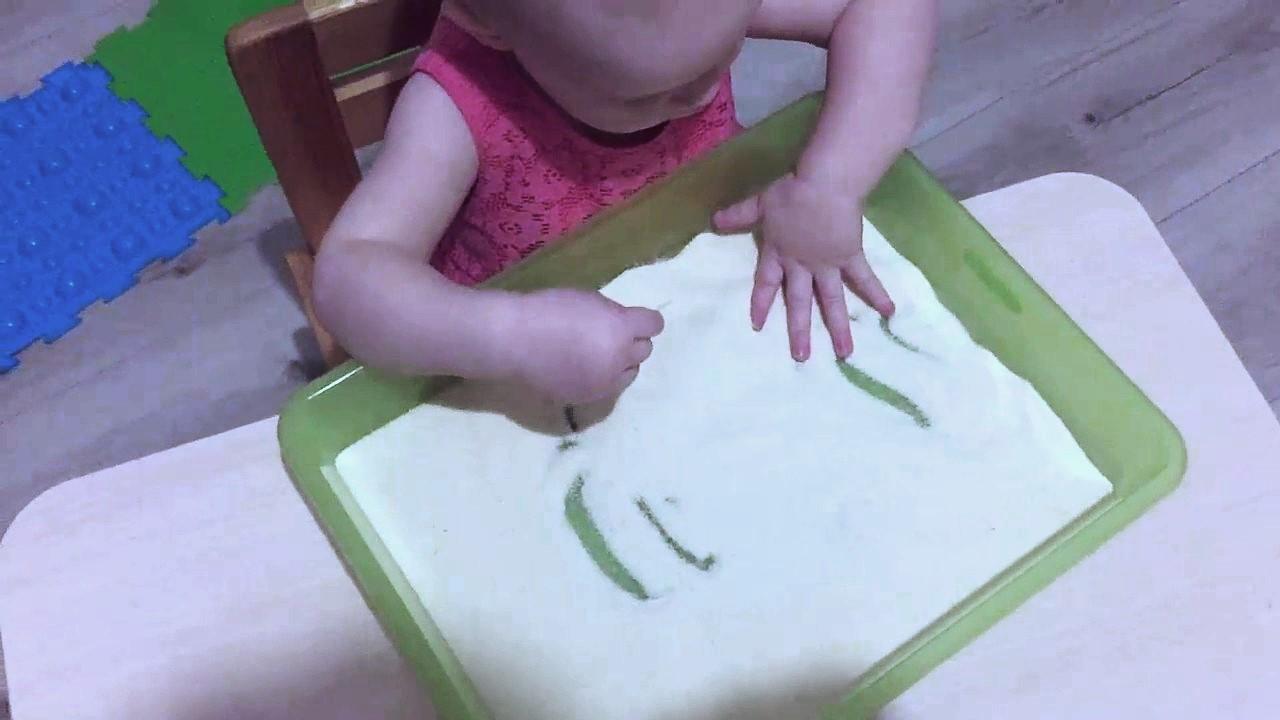 Рисование пальчиками по манке