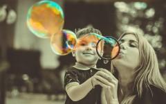 Знаки зодиака: какая вы мама для вашего ребёнка