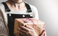 «Мадам, верните мой подарок»: юрист разъяснила, законно ли требовать подарки после разрыва отношений