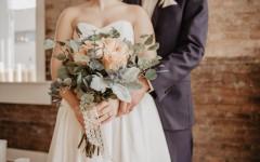 Свадебная мода 2021: тенденции в одежде и макияже для невесты и гостьи