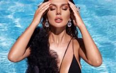 Анна Седокова поразила поклонников роковым образом в купальнике