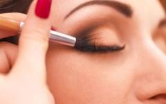 Безумные лайфхаки в макияже, которые сделают твою жизнь проще