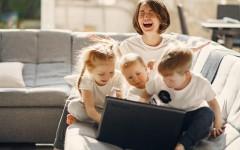 Три разных мира одновременно: исследование показывает, что мамы с тремя детьми испытывают наибольший стресс