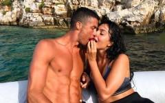 Криштиану Роналду и Джорджина отдыхают на роскошной яхте. Неужели это официальное предложение?