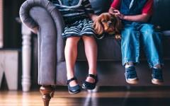 Можно ли оставлять ребёнка дома одного: правовая ответственность и рекомендации юриста