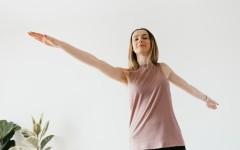 Специалист по ЗОЖ рассказал о пользе зарядки для женщин. Заряжайте себя энергий с начала дня!