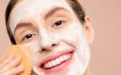 Тоник, вода или молочко для лица — что выбирают женщины для снятия макияжа?