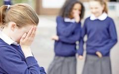 Как защитить ребёнка, если его обижают в детском саду или в школе: практические рекомендации от психолога и юриста