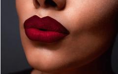 Как с помощью макияжа изменить форму губ?