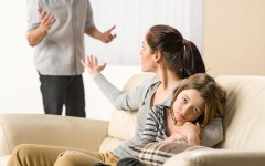 Что делать, если после развода муж не хочет общаться с ребёнком: советы опытного психолога
