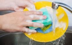 Как моющее средство портит кожу?
