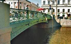 Чем так популярен Зелёный мост в Санкт-Петербурге и почему его посещение входит в туристический маршрут