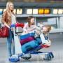 Какие права есть у мам с детьми в аэропорту при задержке рейса?