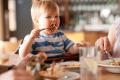 С детьми в ресторан: что можно и нельзя позволять ребенку — этикет в России и заграницей