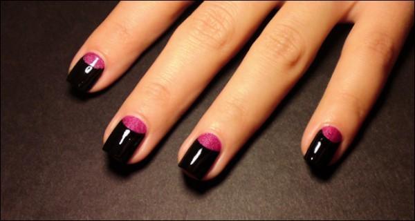 Цветной лунный маникюр на коротких ногтях