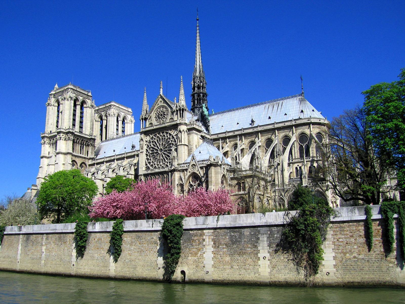 Париж в апреле для путешественников