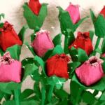Цветы из яичных лотков к Пасхе