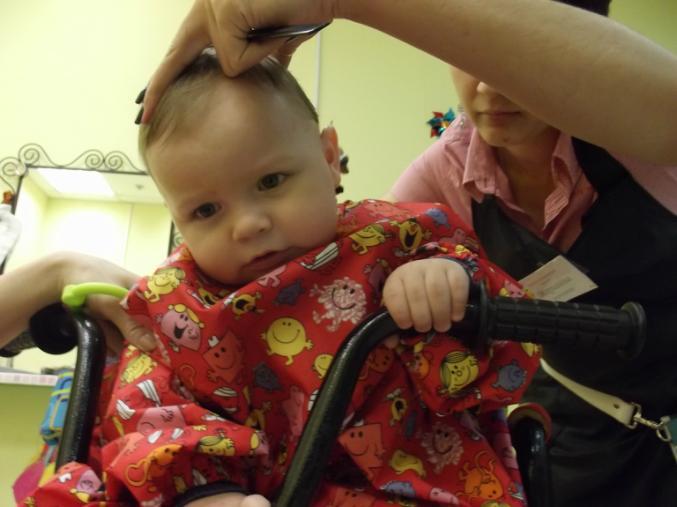 Первая стрижка ребенка в год