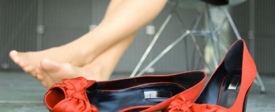 Как ходить на высоких каблуках без боли