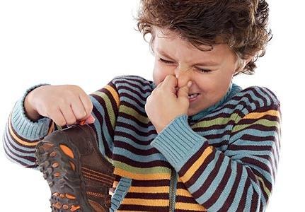 Как удалить запах из обуви