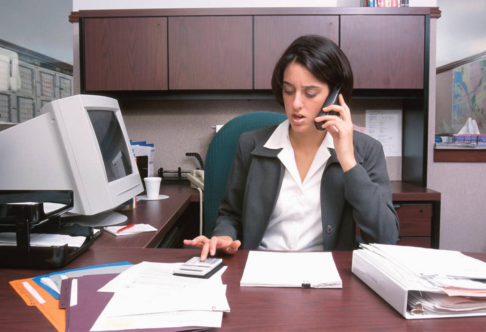 женщина в офисе