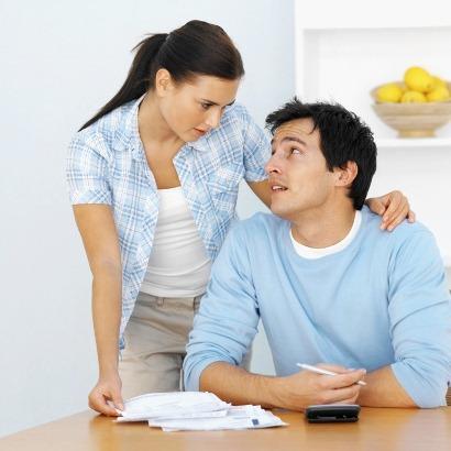 Изображение - Муж миллионер реальность или мечта young-couple-talking-finances1