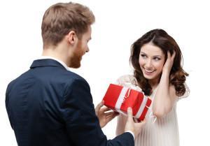 Мужчина не дарит подарки и цветы - почему?