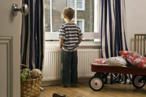 Подготавливаем ребенка оставаться дома одному