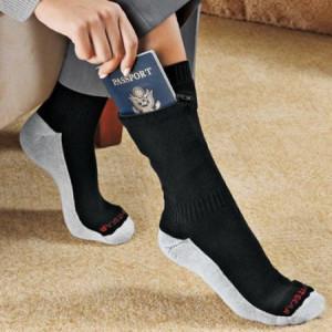 Прятать деньги в путешествии в носках