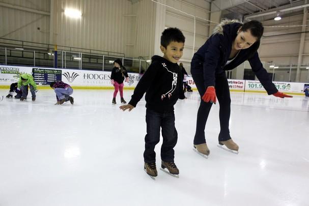 Учимся кататься на коньках