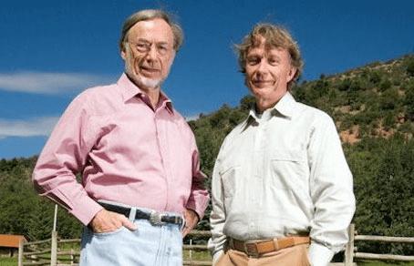 Чарльз Уайли (слева) с братом