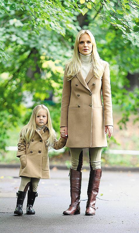 Одежда в стиле фэмили лук для мамы и дочки