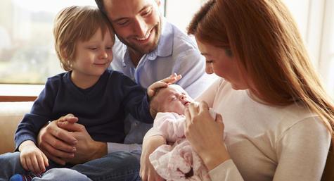 Ревность старшего ребенка к младшему - что делать родителям?