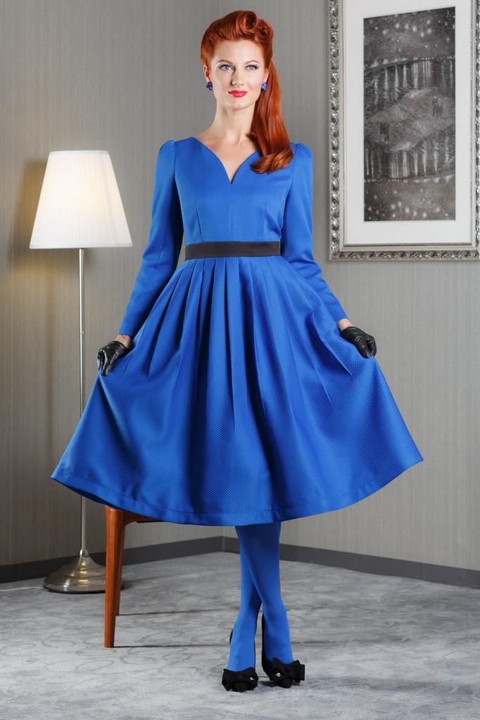 Платье расклешенное с фигурной горловиной, поясом и длинными рукавами LacyWear