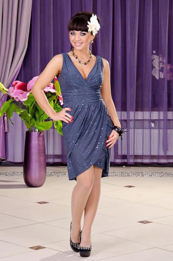 Платье на запах с глубоким декольте и блестками LacyWear