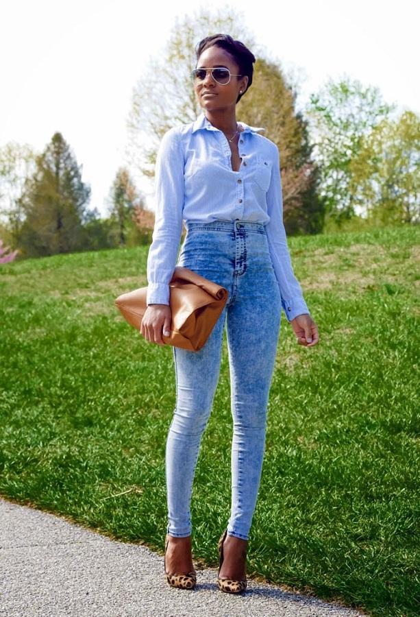 Джинсы с высокой талией в сочетании с рубашкой