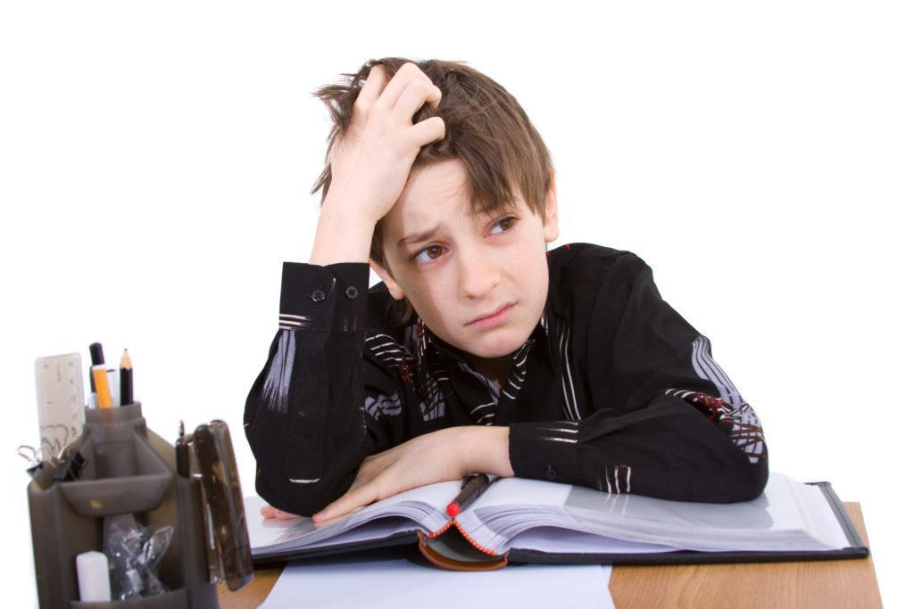Что делать, если ребенок расстроен или испытывает страх перед школой?