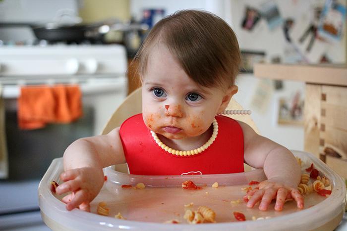 Как ребенка научить самостоятельно есть ложкой
