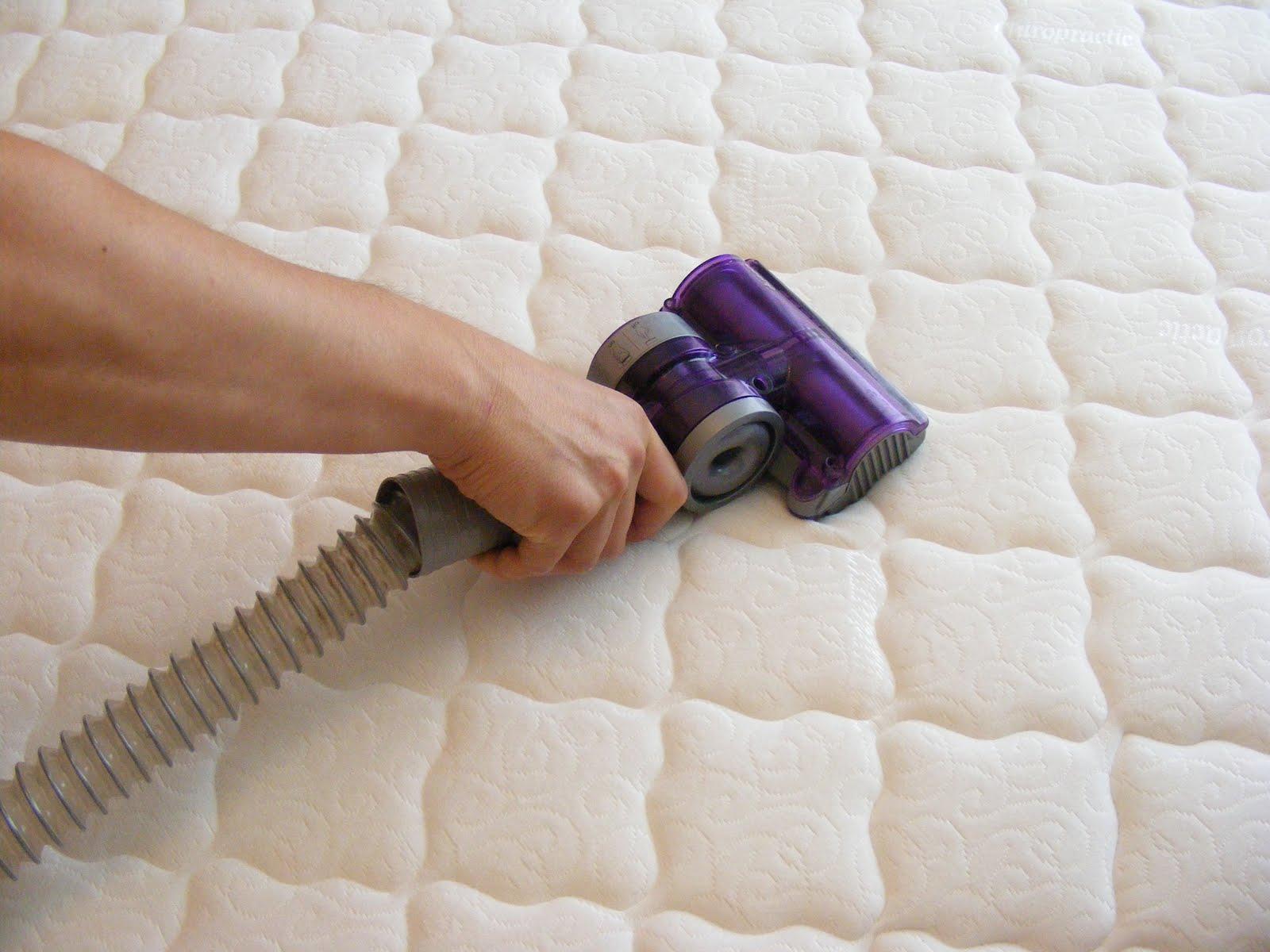 Лучшие способы и средства для чистки матраса своими руками
