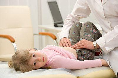 Причина боли в животе у ребенка