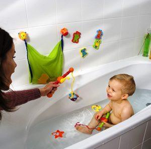 Рыбалка в ванне для купания ребенка до года