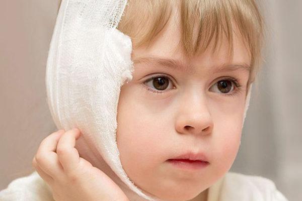 Как правильно поставить ушной компресс ребенку - шаг 4