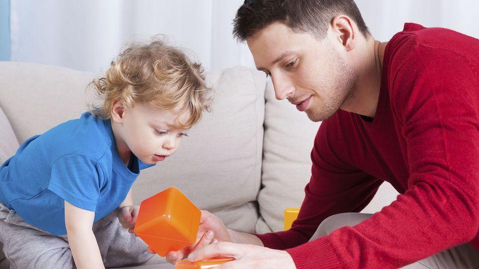 Как подружить ребенка с отчимом и избежать проблем