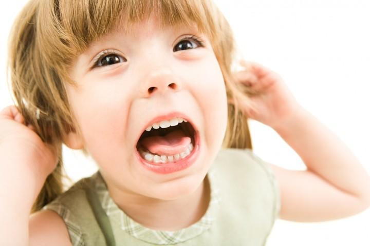 Ребенок 3 лет всех бьет и кусает - причины