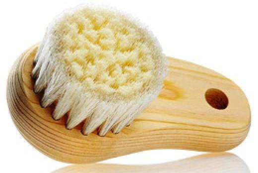 Обычная щетка для чистки лица