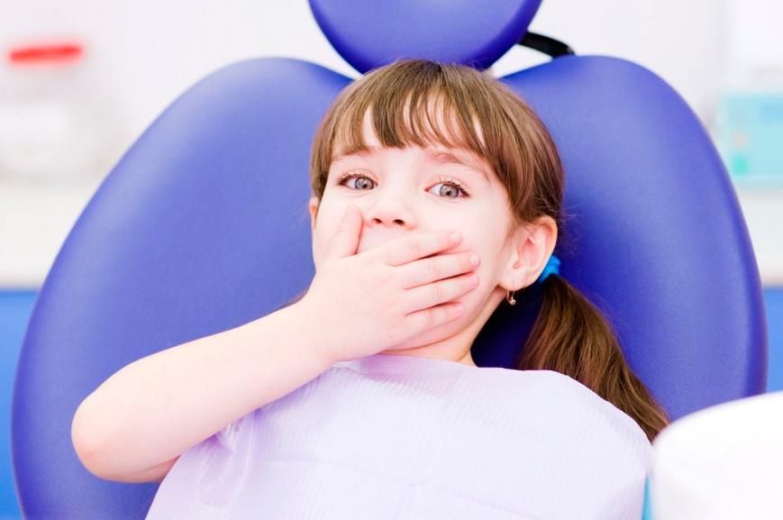 Удаление молочных зубов у детей в кабинете стоматолога