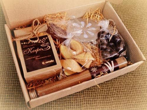В подарок семейной паре - сладкий набор с чаем или кофе